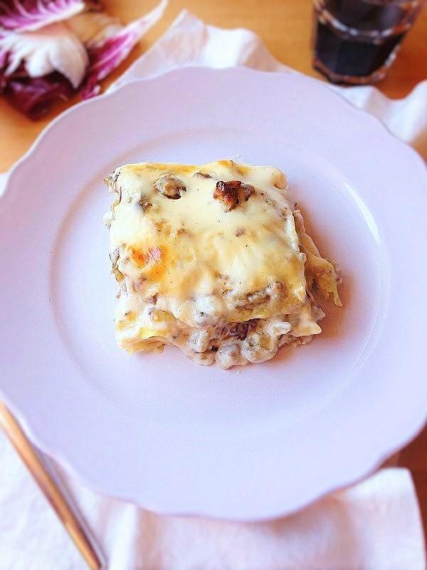 lasagne salsiccia, carciofi e radicchio